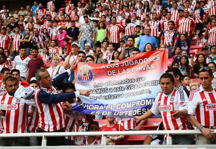 Chivas pide a la afición que llegue temprano al estadio, para echarle porras. (Foto: Contexto/Internet)