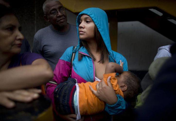 La precariedad de la vida en Venezuela se acentúa con el paso de los días. Escasea de todo y el dinero no alcanza para los alimentos básicos. (AP/Ariana Cubillos)