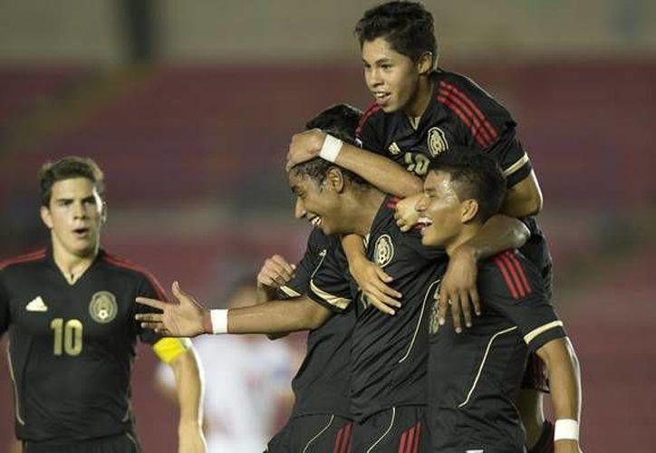Luis Enrique Hernández tuvo una extraordinaria noche al marcar dos goles. (www.mexsport.com)