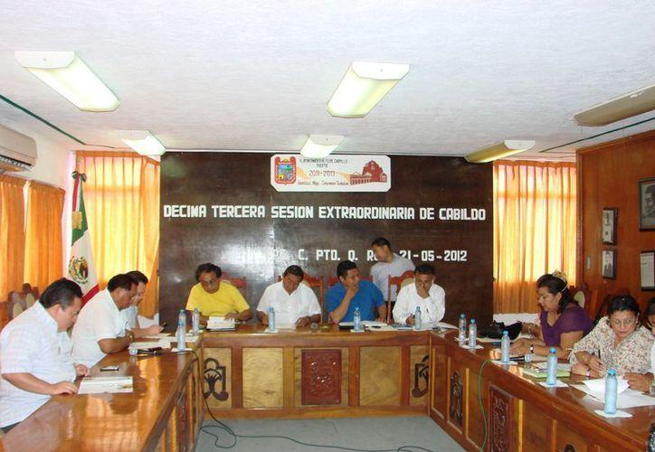 Miembros del Ayuntamiento rechazaron la intención del presidente municipal Sebastián Uc Yam. (Manuel Salazar/SIPSE)