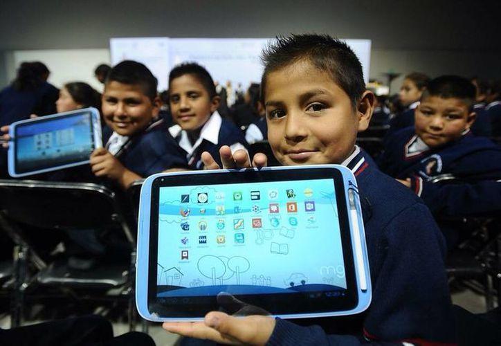 La SEP comprará a JP-IUSA unas 960 mil tabletas para repartir a estudiantes de primaria. (Archivo/Notimex)