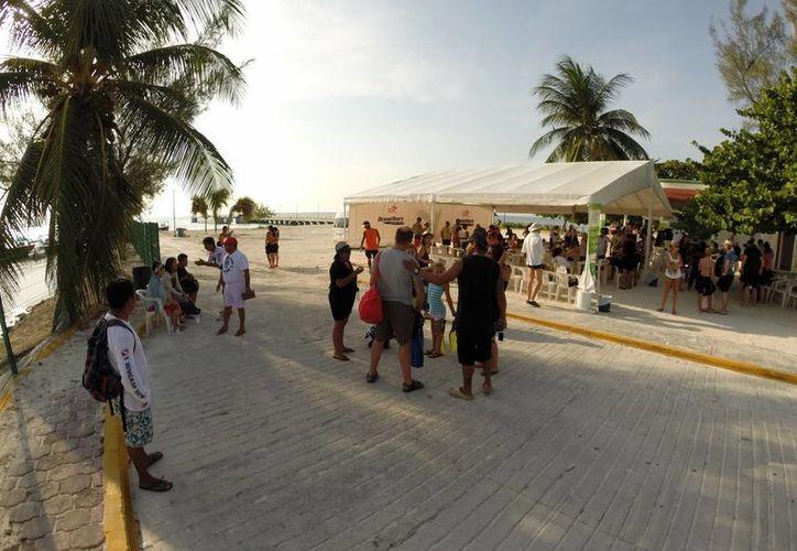 Turistas prefieren playas con distintivo internacional. (Sergio Orozco/SIPSE)