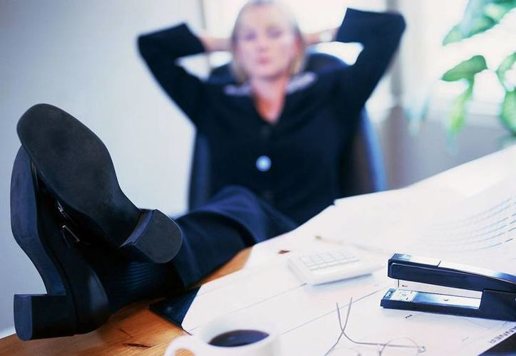 Tomarse un descanso en medio de la jornada laboral puede hacernos sentir más felices en el trabajo. (Contexto/Internet)