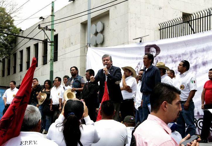 Manifestación a las afueras de las instalaciones del Servicio de Administración Tributaria (SAT). (Notimex/Foto de contexto)