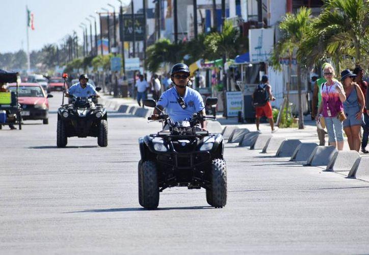 La presencia policiaca constante en el Malecón tras la creación de la llamada Policía Turística, ha generado resultados favorecedores. (Gerardo Keb)