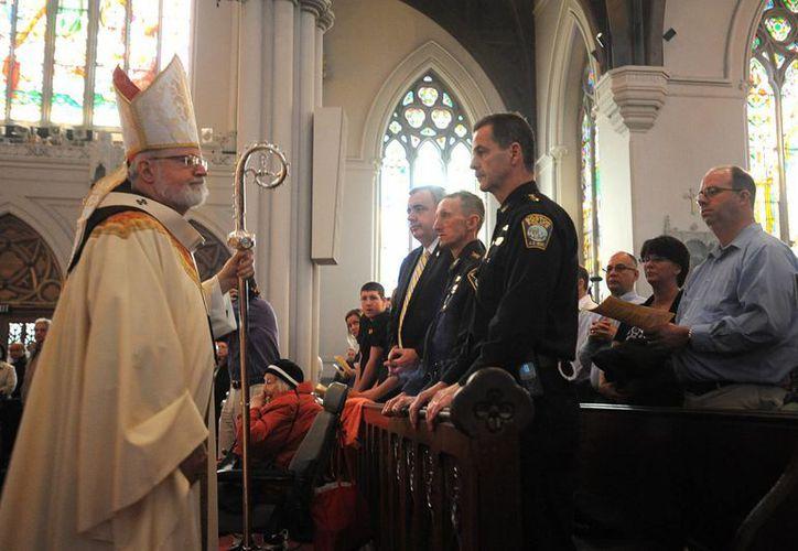 El cardenal Sean O'Malley celebra una misa en la catedral de Boston por las víctimas de las explosiones. (Agencias)