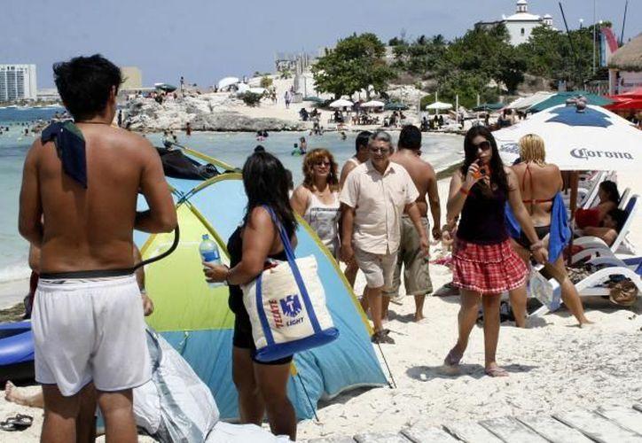 Los empleadores han iniciado la contratación de personal debido al repunte de arribo de turistas. (Redacción/SIPSE)