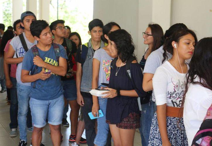 Este lunes regresaron a las aulas 6 mil estudiantes, mil 600 de ellos de nuevo ingreso.  (Adrián Barreto/SIPSE)
