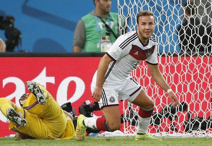 Mario Göetze, una de las nuevas joyas del futbol alemán, anotó al minuto 112 un golazo que dio el título a Alemania.