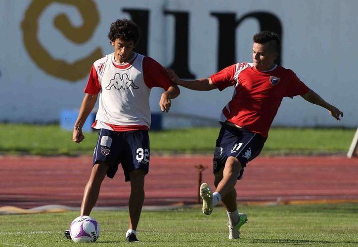 Los jugadores redoblan esfuerzos para encarar el partido el fin de semana. (Ángel Mazariego/SIPSE)