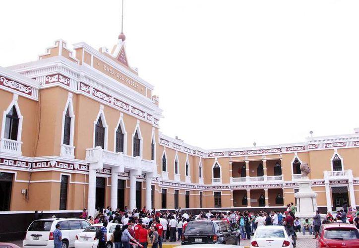 El tricolor empieza su difusión interna hoy. Imagen de la sede estatal del Partido Revolucionario Institucional, en el centro de Mérida. (Milenio Novedades)