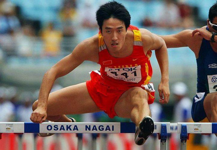 Xiang no pudo competir en la final de 110 metros con vallas en Beijing 2008 donde era favorito. (Foto: Agencias)
