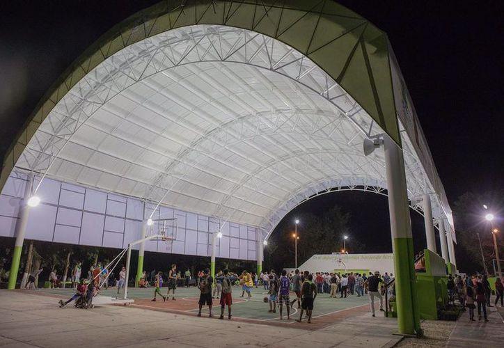 En el evento se realizaron honores a la bandera y se entonaron los himnos a Quintana Roo y Nacional Mexicano. (SIPSE)