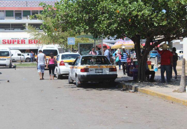 Con la entrega de placas, incrementará el número de taxis en la ciudad. (Daniel Tejada/SIPSE)