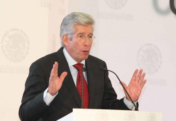 Gerardo Ruiz Esparza, titular de la SCT, indicó que las normas secundarias de la reforma en telecomunicaciones buscan evitar medidas monopólicas. (Notimex)