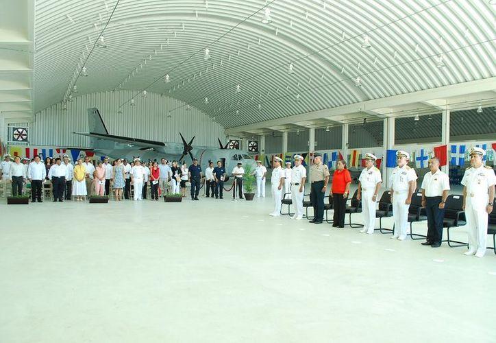 Diversas autoridades encabezaron el acto protocolario de la inauguración de los hangares de mantenimiento y abrigo. (Samuel Caamal/SIPSE)