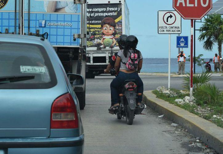 En muchos de los accidentes los motociclistas no toman sus precauciones y no usan cascos. (Gustavo Villegas/SIPSE)