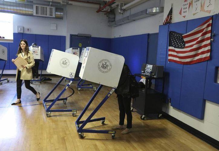 Más de 13.1 millones de latinos están llamados a las urnas el 8 de noviembre, según cifras de la Asociación Nacional de Funcionarios Latinos Electos y Designados (Naleo). (EFE/Archivo)