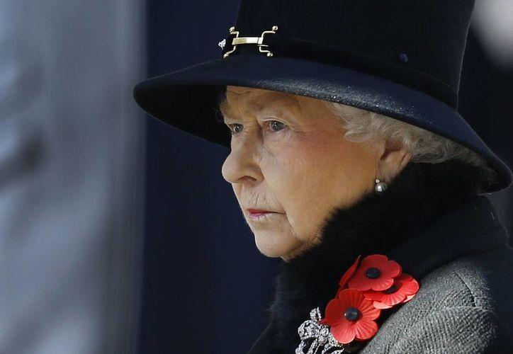 El Estado Islámico estaría planeando atentar contra la reina Isabel II durante la conmemoración del 70 aniversario del fin de la Segunda Guerra Mundial, en Londres. (Archivo/AP)