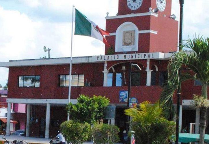 Kanasín tiene una deuda programada por cobrar de tres millones de pesos por denuncias de despidos injustificados. Imagen del Palacio Municipal del lugar. (Milenio Novedades)