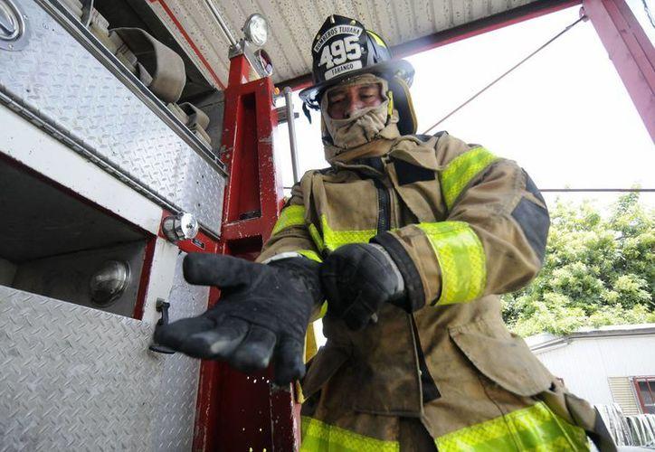 Joaquín Herrera Tarango se convirtió en bombero a los 15 años de edad. (Notimex)