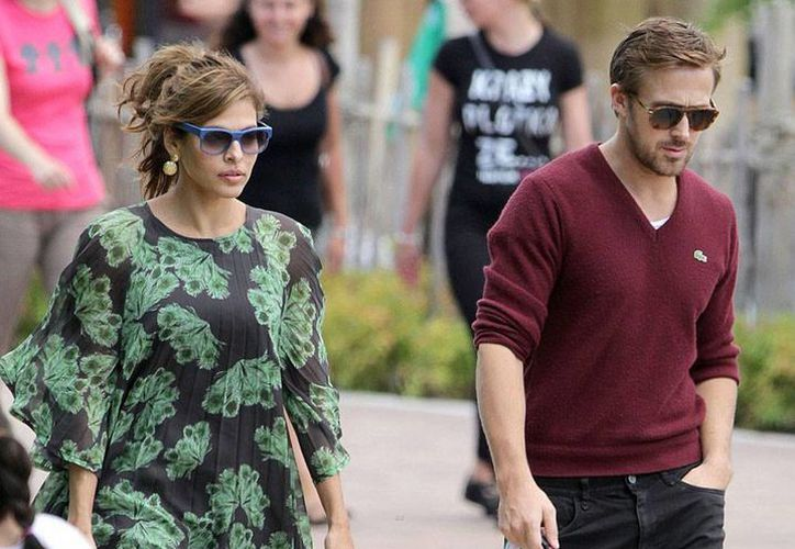 Eva Mendes y su novio Ryan Gosling lograron 'ocultar' durante varios meses el embarazo de la actriz, hasta que en julio se supo la noticia. Este sábado se supo que ya son papás de una niña. (justjared.com)