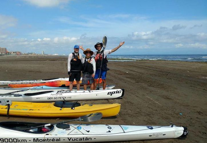 Luca Labelle, Nuka de Joca-Mcrae y Julien Granger viajaron desde la ciudad canadiense de Montreal hasta Yucatán en kayak. (SIPSE)