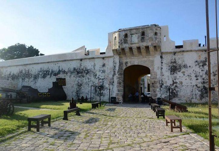 Los edificios de Campeche lucen en todo su esplendor gracias a la colaboración de los vecinos. En la imagen, la famosa Puerta de Tierra. (Notimex)