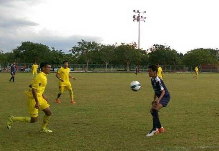 Deportiva Venados fue una aplanadora: arrolló a Bonfil, 7-1, ayer en la Unidad Deportiva Tamanché. (Marco Moreno/SIPSE)