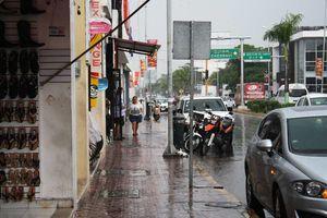 Frente frío 17 provoca lluvias en Playa del Carmen