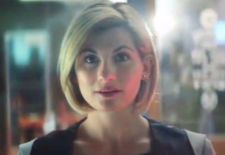 """En esta ocasión la actriz inglesa Jodie Whittaker será la primera mujer en la historia en ocupar el rol del llamado """"Señor del Tiempo"""". (Captura de pantalla)"""