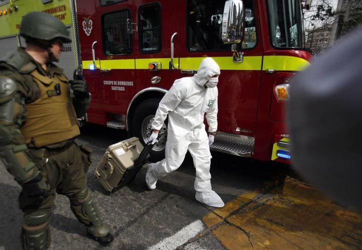 El ataque de este lunes fue el primero registrado a plena luz del día en Santiago; la estación afectada se ubica justo a un lado de la Escuela Militar del Ejército de Chile. (AP)