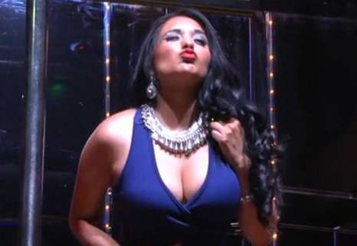 Nidia García, 'La Polisex', quien se hizo famosa a través de las redes sociales, realizó una exitosa presentación en centro nocturno conocido de la Ciudad de Mérida.(Milenio Novedades)