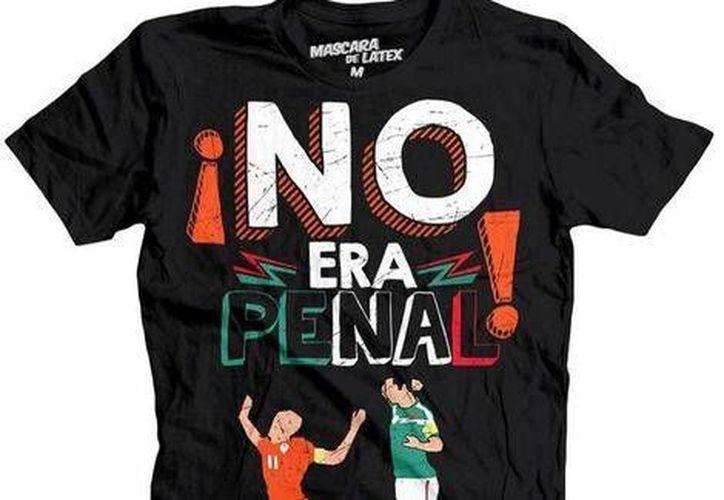 Unas de las playeras de la empresa 'Máscara de Latex' hace alusión a la jugada más polémica del partido entre México y Holanda. (Foto: mascaradelatex.com)