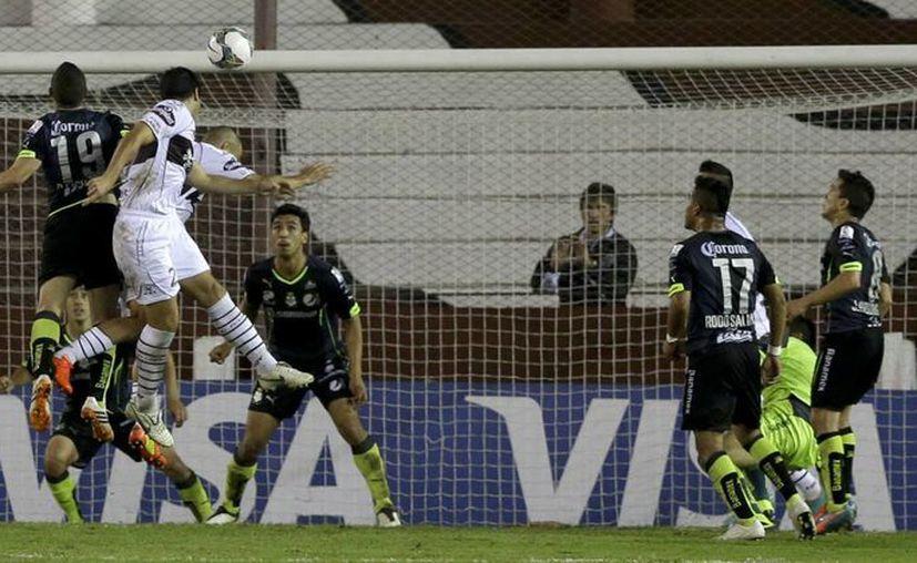 Matías Martínez metió el gol del gane al cabecear un balón. (Foto: AP)