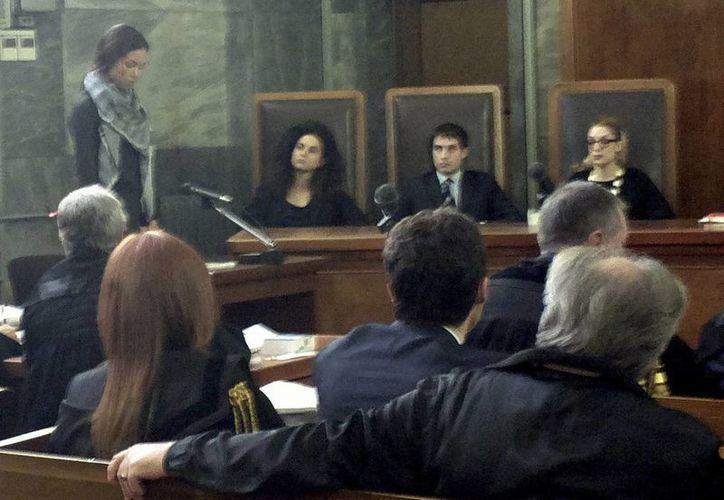 La joven marroquí está en el centro del escándalo sexual que involucra al ex premier italiano Silvio Berlusconi. (Agencias)