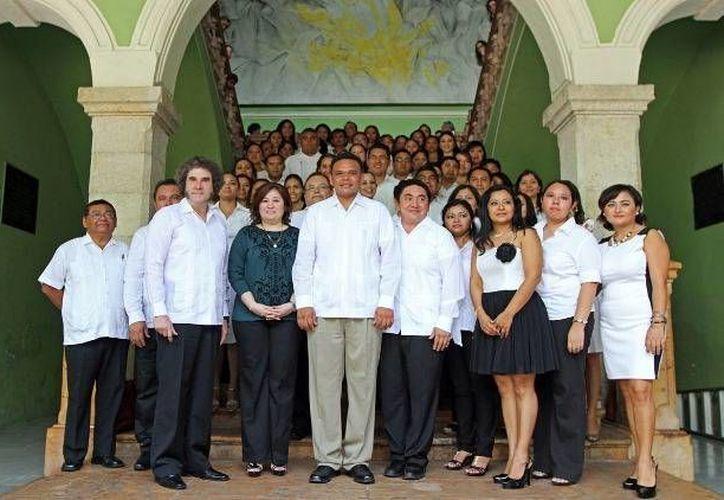 En total, 44 personas recibieron su certificación como mediadores. (yucatan.gob.mx)