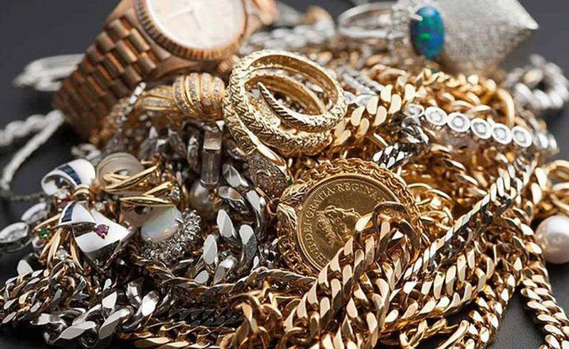 La mujer está acusada de llevarse casi 400 mil pesos en joyas y dinero. (Foto Cortesía)