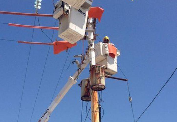 Cuenta con un stock de transformadores, aisladores, herrajes, postes y conductores eléctricos para casos de emergencia. (Lanrry Parra/SIPSE)
