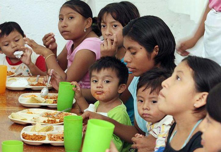 A través de los comedores el DIF brinda ayuda a 24 mil personas. (SIPSE)