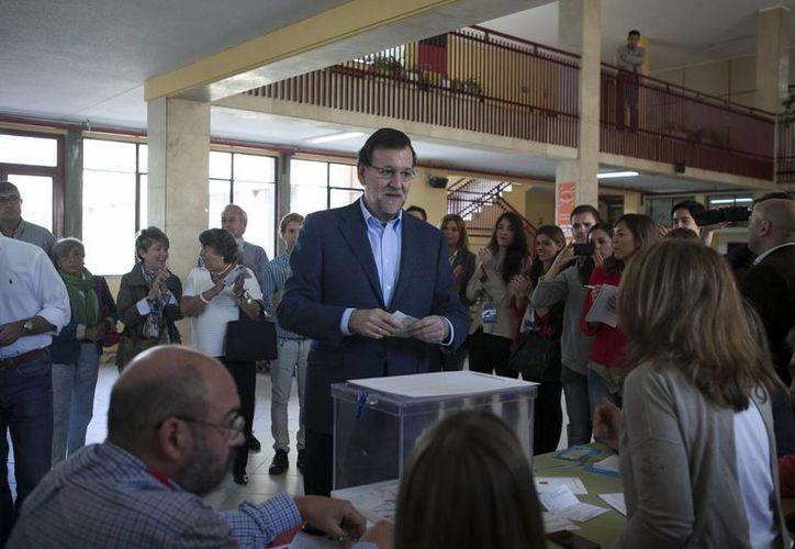 El PP de Mariano Rajoy consiguió el 26.04 % de los votos al hemiciclo europeo, donde contará con 16 escaños frente a 14 del PSOE, que recogió el 23.03 % de los votos. (AP)