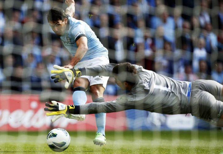 Tevez era uno de los pocos delanteros con basta experiencia que quedaban en el Manchester City. (Agencias)