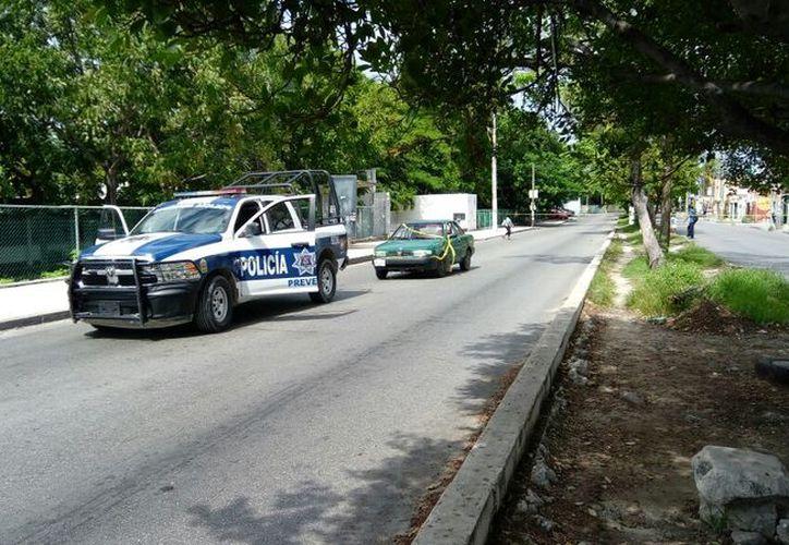 El vehículo que fue asegurado después de una persecución. (Eric Galindo/SIPSE)