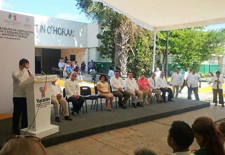 El Secretario de salud estatal, Jorge Mendoza Mezquita, informó acerca de todas las modificaciones y ampliaciones que se realizaron en el hospital-escuela Dr. Agustín O' Horán. (Coral Díaz/SIPSE)