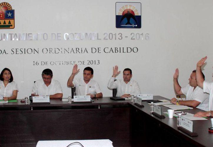 En la sesión acordaron que los contribuyentes deberán de pagar en una sola exhibición sus adeudos. (Cortesía/SIPSE)
