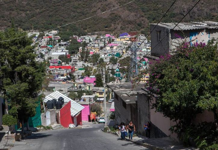Para trasladarse a sus trabajos en la Ciudad de México, la mayoría de los pobladores de Ecatepec hace viajes de más de dos horas en transporte público. (El País/ Oswaldo Ramírez)