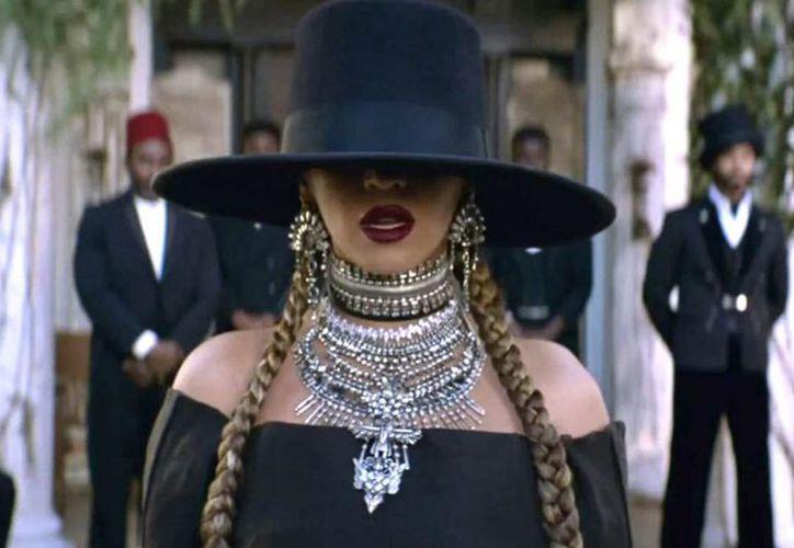"""Las personalidades recrearon el icónico look de """"Queen B"""" de la estrella. (Foto: Contexto/Internet)"""