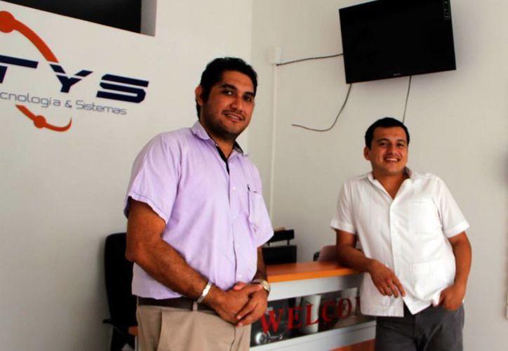 Más que producir utilidades hay que desarrollar habilidades, recomiendan a los emprendedores  Fernando Zapata Campos y Alejandro Cortés Manica. (Milenio Novedades)