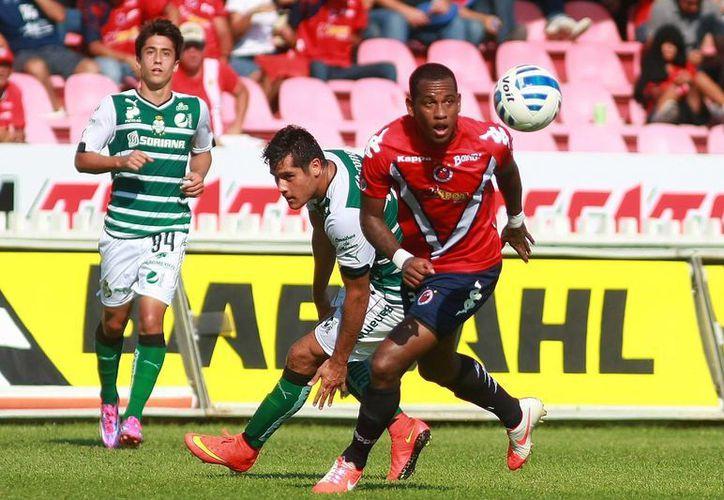 El Santos se sobrepuso a dos fallos de 'Chuletita' Orozco (centro) y finalmente ganó a Veracruz. (jammedia.com.mx)