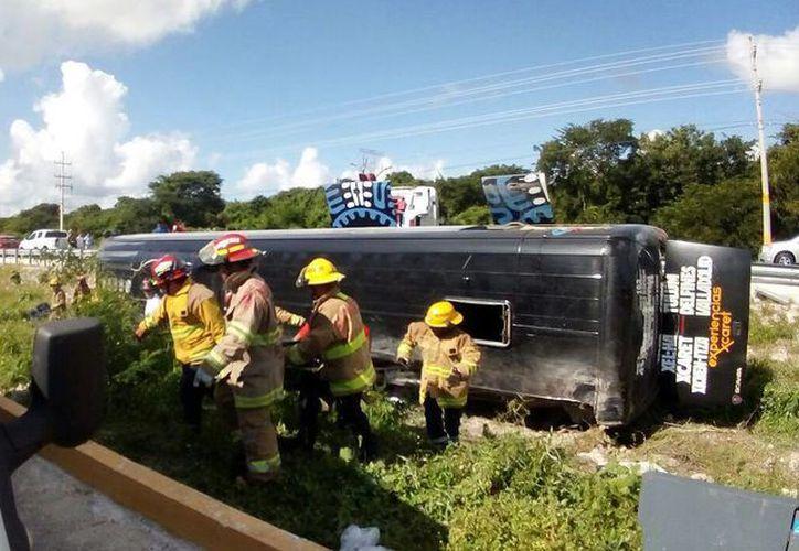 En el accidente del autobús de Xcaret, ocurrido el viernes pasado, perdieron la vida dos personas. (Archivo/SIPSE)